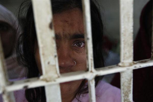 TORTURĂ fără margini! PICIOARELE acestor fete au fost MUTILATE dintr-un motiv groaznic. De ce se folosea această practică…
