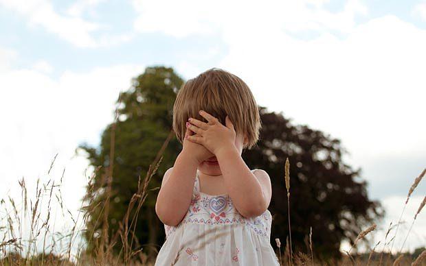 Profesorii i-au trimis acasă fiica doar cu LENJERIA pe ea! A fost furios, până când le-a auzit explicațiile incredibile