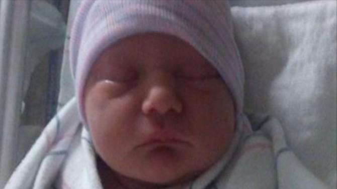 La trei zile după naștere MAMA și-a luat ochii de pe BEBELUȘ pentru câteva secunde, când s-a întors cel mic URLA de durere într-o BALTĂ DE SÂNGE. E ORIBIL de la ce a pornit TRAGEDIA