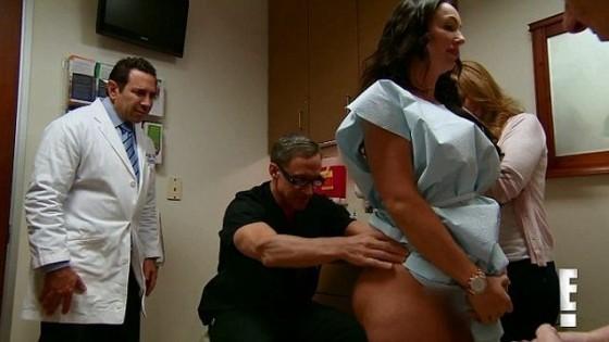 S-a dus la doctor spunând că simte CEVA CIUDAT LA FUND! Medicii au avut un șoc când și-au dat seama CE AVEA ACOLO