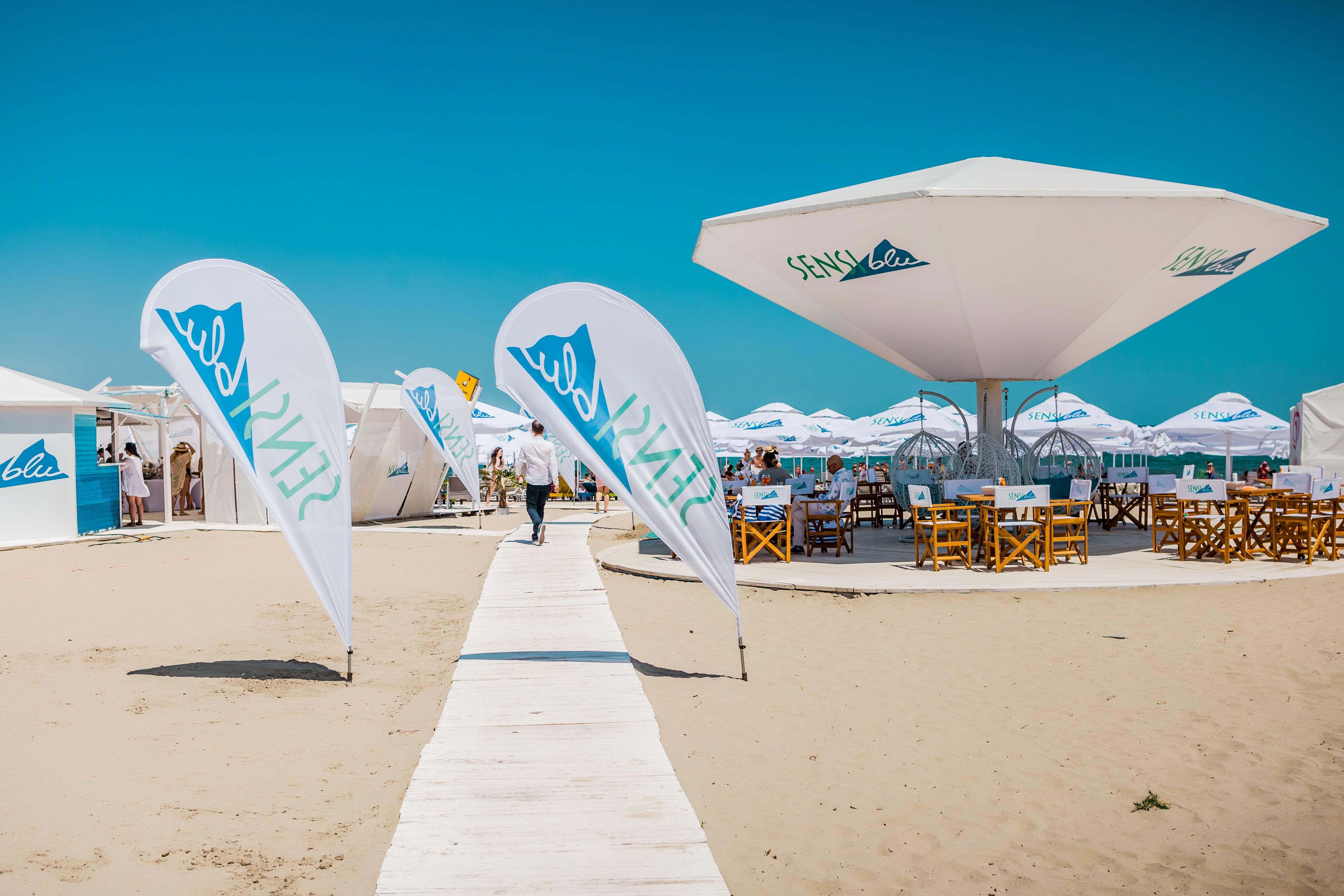 Bucurați-vă de soare pe plaja Sensiblu!