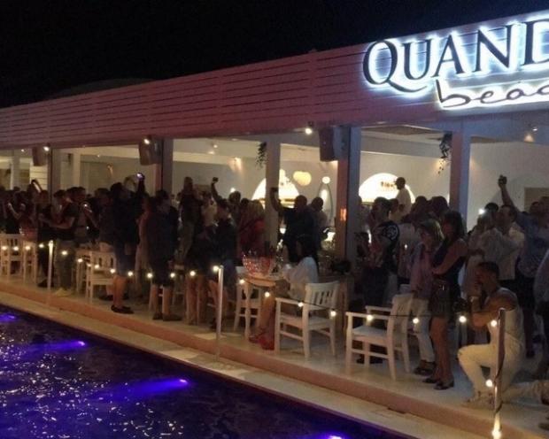 Șampania vine cu elicopterul la Quando Beach, din Mamaia