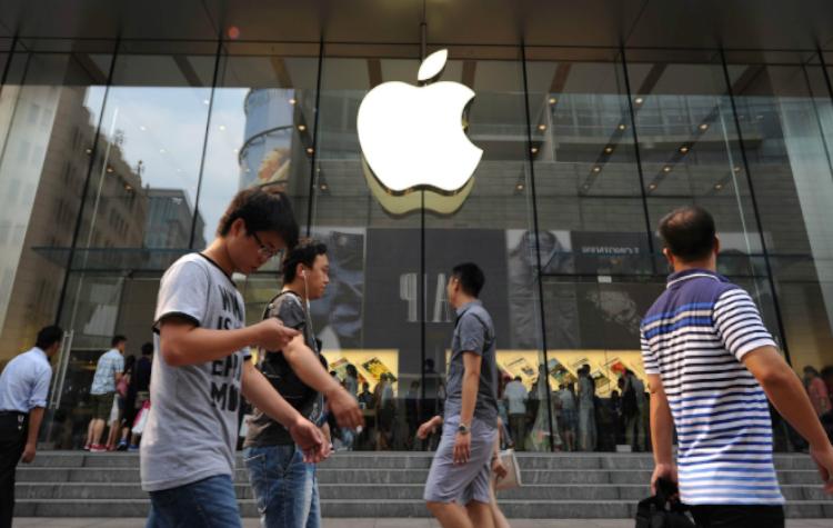Dezastru pentru Apple! Un gigant chinez îi sugerează ca ar fi bine să-şi mute fabricile din China