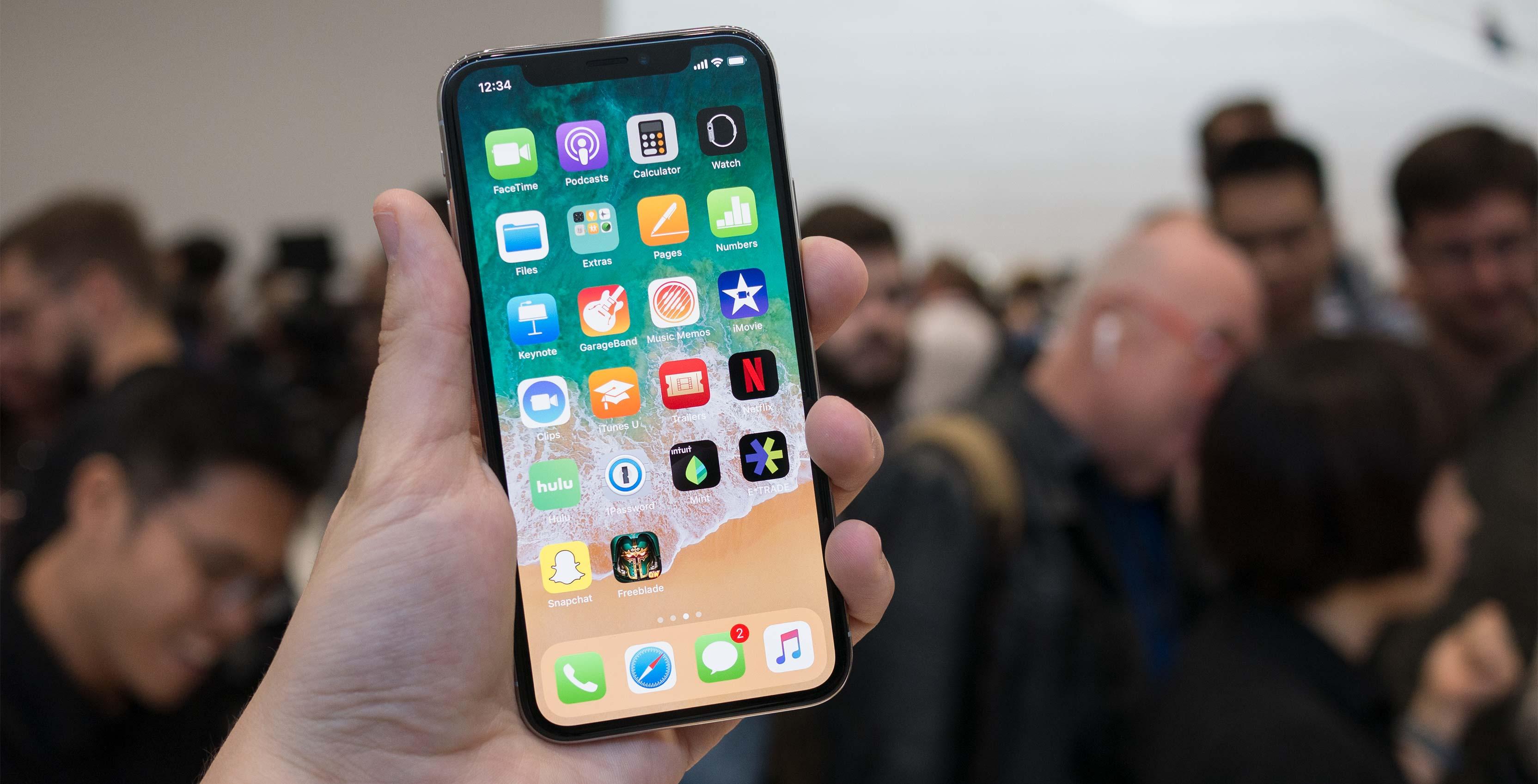 Telefoanele iPhone ar putea fi mai scumpe. Efectele noilor tarife vamale anunţate de Donald Trump pentru China