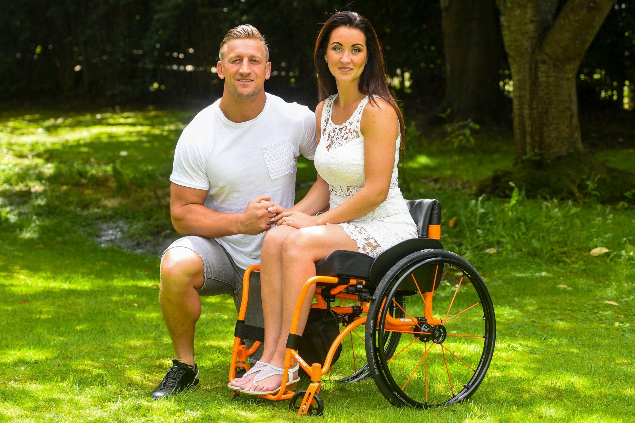 Povestea emoţionantă a femeii părăsite de soţ după ce a ajuns în scaunul cu rotile