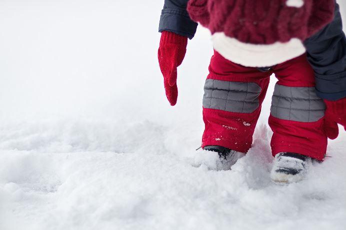 Cum alegem masura corecta pentru incaltamintea de iarna a unui copil
