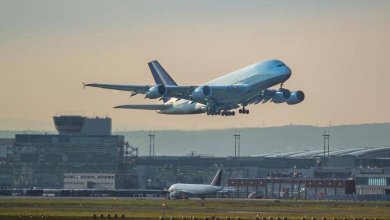 Lucian Bode: 80-90% din cursele aeriene de pe aeroporturile din România au fost anulate