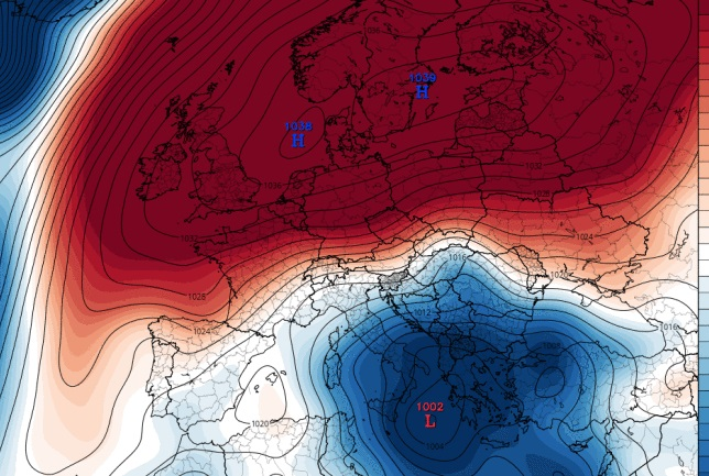 Alertă de fenomene meteo extreme în România. Furtuni și caniculă în weekend – 4 coduri de la ANM