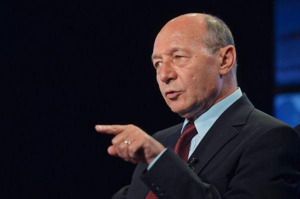 """Băsescu: """"Fiecare pensionar este furat de guvernul PNL!"""""""