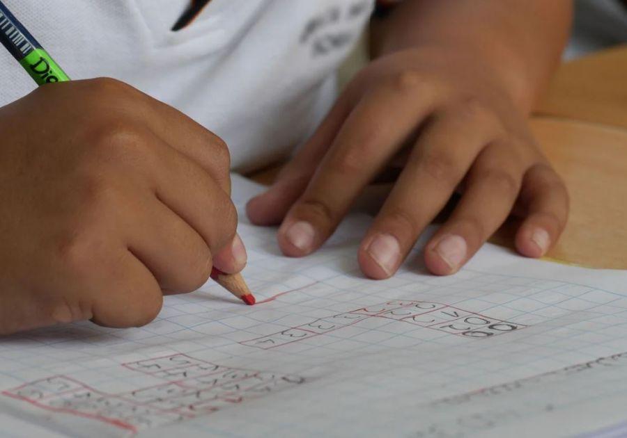 Majoritatea școlilor trec la cursurile online. Indicele de infectare cu SARS-CoV-2 a depășit 3 la 1000 de locuitori în mai multe localități