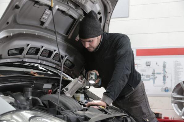 Tot ce trebuie să știi despre verificarea mașinii pentru ITP