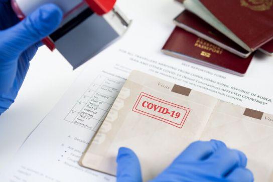Noi reguli pentru călătoriile făcute în Grecia și Spania. Vor păși în țară doar turiștii vaccinați