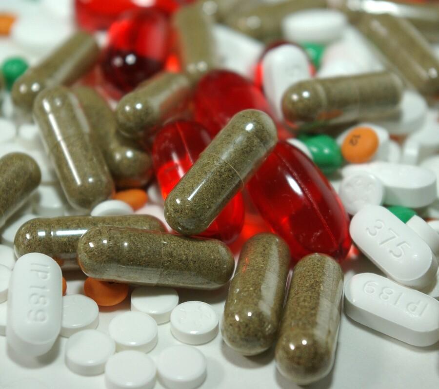 EMA evaluează folosirea unui medicament pentru artrită la tratarea pneumoniilor cauzate de Covid-19