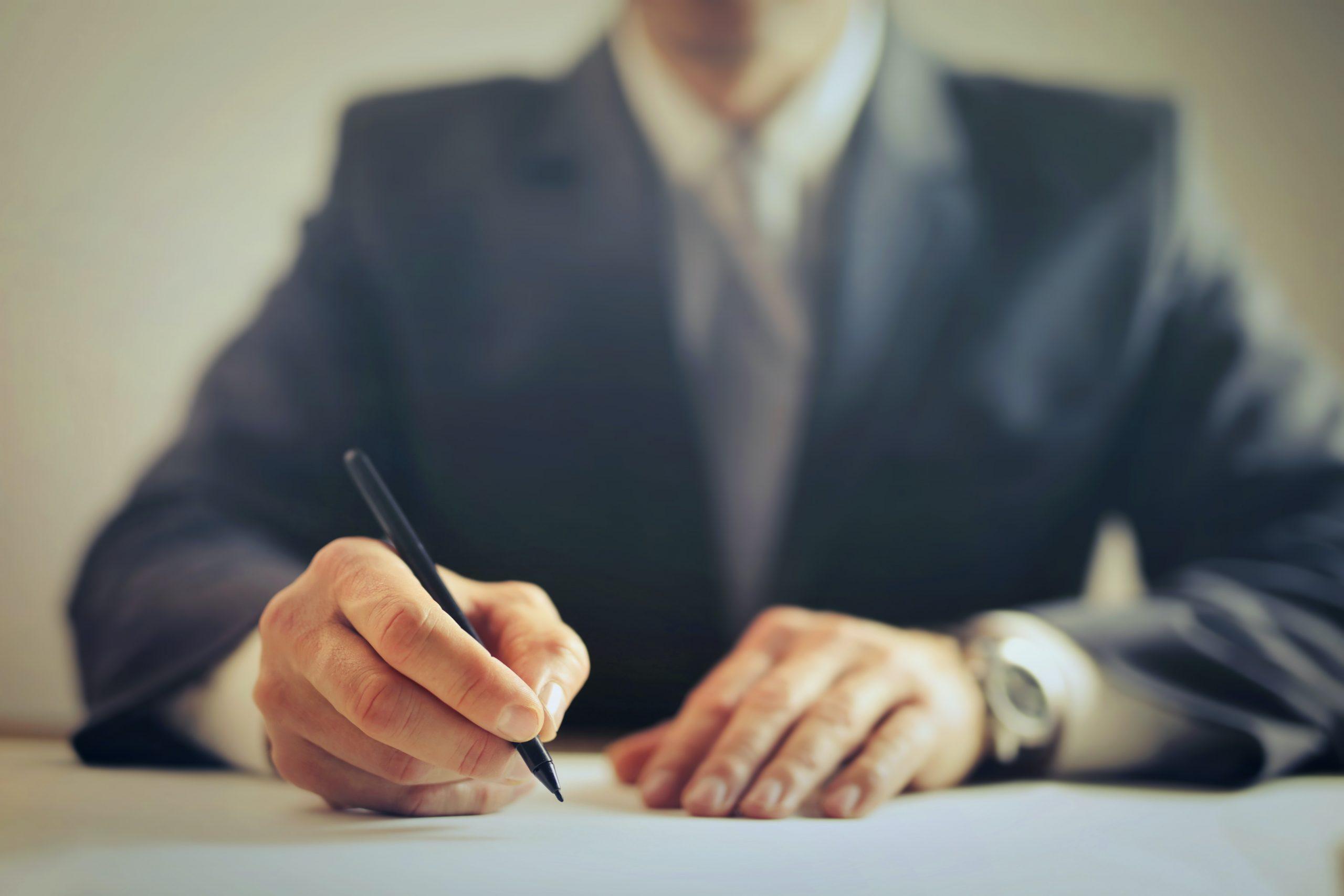 Cum te poate ajuta un avocat din Iasi cu majorarea/diminuarea pensiei de intretinere?